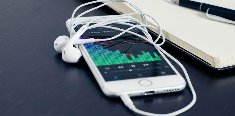 Como escolher fones de ouvido para o seu smartphone
